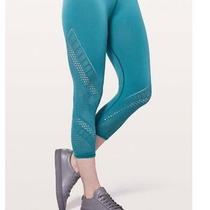 Lululemon Pacific Teal Reveal Crop Interconnect